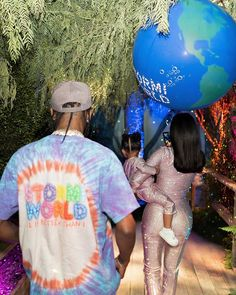 Kylie Jenner and ex Travis Scott were seen chatting up a storm at their daughter Stormi's second birthday party. And two days after the elaborate birthday, Kylie Jenner gushed about Travis. Kylie Jenner New Boyfriend, Kylie Jenner Daily, Kylie Jenner News, Kendall And Kylie, Kardashian Jenner, Jenner Kids, Jenner Family, Playboy, Familia Kardashian