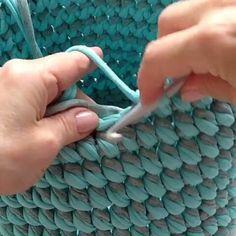 ― Vanessa Eduardoさん( 「Que resultado lindo desse ponto, fica um torcidinho charmoso 😉😍. Crochet Baby, Free Crochet, Knit Crochet, Crochet Handbags, Crochet Purses, Crochet Basket Pattern, Crochet Patterns, Knitting Patterns, Crochet Baskets