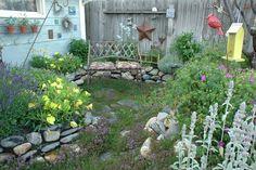 Een kleine tuin ontwerpen vraagt om slim en creatief gebruik van de ruimte. De professionals tonen de fijne kneepjes van het vak. Ontdek tips, trends en inspiratie voor het ontwerpen van een kleine tuin. de meest populaire voorbeeldtuinen handige tips van professionals in de blogs unieke sfeerimpressies in de moodboards