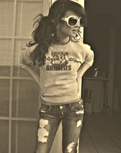 I wish I looked just like this!!!!! Oh my goodness!!! With a blue Jean skirt this is perfect!!!! So me!! :))))