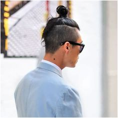 Discover the top knot men with any hair texture or length can try. Besides discussing the man bun vs top knot, we've picked the coolest styles for you! Mohawk Styles, Bun Styles, Curly Hair Styles, Mohawk Hairstyles Men, Haircuts For Men, Crazy Hairstyles, Men's Haircuts, Popular Hairstyles, Taper Fade