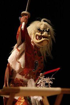 宇目神楽保存会 「神逐(かみやらい)」  暴れん坊の須佐之男命(すさのおのみこと)を追放する舞