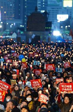 Candlelight Protest Continues as People Seek Truth behind Sewol and Park's Incarceration  | 코리일보 | CoreeILBO