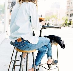Photos via: Becky Bunz Taking notes on Becky Bunz's all-denim look for fall. She nailed it with the help of round sunglasses, mule heels and a great set of rings. On a side note, how chic are her bang Looks Street Style, Looks Style, Style Me, 90s Style, Denim On Denim Looks, Looks Jeans, Denim Style, Mode Outfits, Casual Outfits