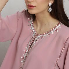 Image may contain: one or more people and closeup Kids Kaftan, Morrocan Kaftan, Kaftan Gown, Best Gowns, Mode Abaya, Moroccan Style, Indian Designer Wear, Formal Gowns, Indian Outfits