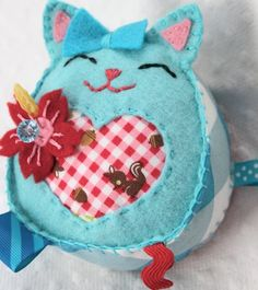 @Noelle Belanger  how freaking cute is this pin cushion??