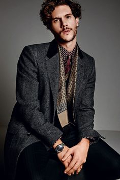 Dolce & Gabbana Fall/Winter 2014 Mens Look Book image Dolce and Gabbana Fall Winter 2014 Men Look Book Model Images 004
