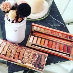 Urban Decays naked heat palette is just makeup goals in every way. These shades are to die for and comes with such a beautiful mix of amber nudes & deep roses in both matte and shimmery finishes. You can create so many amazing looks with this!