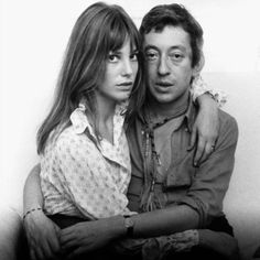 jane birkin and serge gainsbourg, mother and father of charlotte gainsbourg ~ 1 of my favorite actresses of all time. Serge Gainsbourg, Gainsbourg Birkin, Charlotte Gainsbourg, Style Jane Birkin, Chelsea, Hippie Man, Provocateur, Glamour, Brigitte Bardot