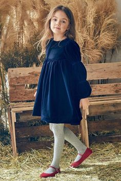 Frocks For Girls, Little Girl Outfits, Little Girl Fashion, Little Girl Dresses, Kids Outfits, Kids Fashion, Girls Dresses, Velvet Dress Designs, Girls Christmas Outfits