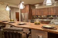 Captivating Kitchens with Dining Tables (PICTURES) U-shaped kitchen with natural wood plank for eat-in kitchen counter.U-shaped kitchen with natural wood plank for eat-in kitchen counter. Rustic Kitchen Design, Luxury Kitchen Design, Kitchen Decor, Kitchen Dining, Kitchen Designs, Kitchen Ideas, Pantry Ideas, Kitchen Pantry, Cozy Kitchen