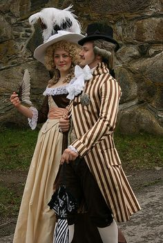 Sintoniette: A couple dressed in the late 18th century style