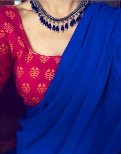 Looking for necklace to wear with sarees? Here are adorable necklace designs that you can wear from trendy to traditional sarees. Formal Saree, Saree Jewellery, Plain Saree, Plain Georgette Saree, Indian Look, Indian Ethnic, Blue Saree, White Saree, Stylish Sarees
