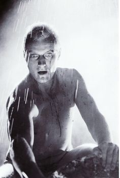 Rutger Hauer as Roy Batty in the end scene of Blade Runner Directed by Ridley Scott. Blade Runner Art, Blade Runner 2049, Science Fiction, Fiction Movies, Cyberpunk, Stanley Kubrick, Alfred Hitchcock, Renoir, 1980s