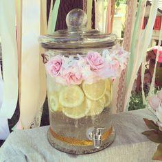 Fontaine de limonade Bohême avec fleurs