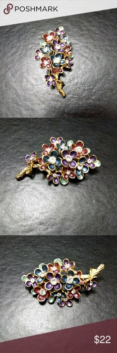 Gold tone pin Multi colored bouquet of flowers brooch. Jewelry Brooches
