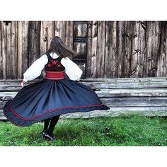 #mulpix livet på bygda  #photography  #olympus  #penf  #12-40mm  #konfirmasjon  #work  #brekkeparken  #bunad  #telemark  #beltestakk Pixar, Disney Characters, Fictional Characters, Snow White, Victorian, Disney Princess, Live, Dresses, Fashion
