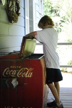 Old Coca Cola Cooler - it had ice inside to keep the glass bottles really cold. Coca Cola, My Childhood Memories, Sweet Memories, School Memories, Pag Web, Nostalgia, Photo Vintage, I Remember When, Thats The Way