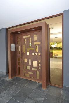 Modern Entrance Door, Main Entrance Door Design, Exterior Entry Doors, Modern Front Door, Wooden Front Door Design, Sliding Door Design, Wooden Doors, Door Design Interior, Bathroom Design Small
