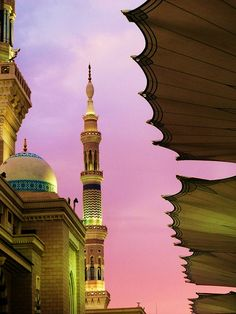 Masjid An Nabawi, Madinah.    Sunset in Madinah by Maryam Mushtaq, via Flickr