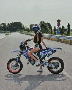 I ride dirtbikes! Dirt bikes are the best! I race them! Motorcross Bike, Motorbike Girl, Motorbike Photos, Ducati, Dirt Bike Girl, Girl Bike, Bros 160, Motocross Maschinen, Motocross Girls