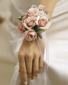 Mother of the bride corsage, match my bouquet. Mother of the groom corsage, match his boutineer.   !!!!!!'mm
