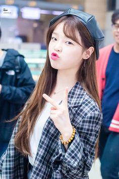 180504 ICN -> Singapore #OHMYGIRL #오마이걸 #승희 South Korean Girls, Korean Girl Groups, Kpop Girl Bands, Pin Pics, Daniel Wellington, Kpop Girls, Asian Beauty, My Girl, Beautiful Women