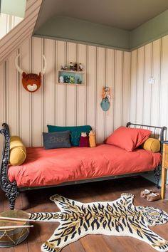 Keltainen talo rannalla: Värejä ja vintagea