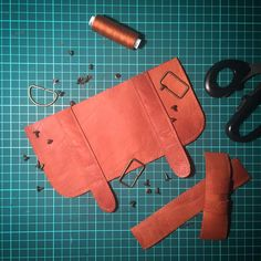 Details for the new pocket pack of vegetable tanned leather.  #workplace #workspace #detail #leather #brown #workinprogress #sewing #leatherbackpack #womanbags #design #creation #handmade #backpack #etsyseller #rolltopbackpack #menbag #travel #leathergoods