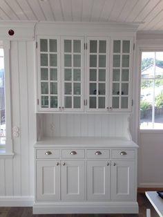 Vitrinskåp i kök, väggen mot kontoret Inspiration till ditt nya platsbyggda kök från Sven Snickare