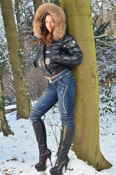 Fashion Boots, Girl Fashion, Womens Fashion, Nylons, Thigh High Boots Heels, High Leather Boots, Winter Mode, Fetish Fashion, Puffy Jacket