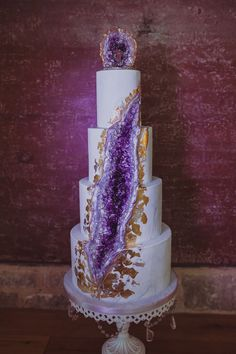 """""""Mischief Managed"""" ~ A Harry Potter inspired Wedding styled shoot Bolo Geode, Geode Cake, Beautiful Wedding Cakes, Beautiful Cakes, Amazing Cakes, Crazy Cakes, Fancy Cakes, Bolo Harry Potter, Crystal Cake"""
