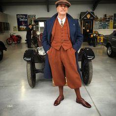 Choosing a new car at #oakhamstreasures ! #gingertweed #cc41#1940s #1930s #vintagemenswear #vintagetweed #plusfours @truevintageootd