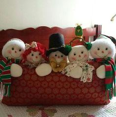 Toca la imagen y Aprende Hacer Cojines con personajes navideños con moldes paso a paso curso gratis para principiantes Cushions, Christmas Ornaments, Holiday Decor, Home Decor, Xmas, Tela, Vestidos, Merry Christmas, Throw Pillows