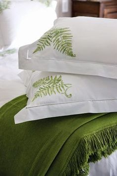 Eye For Design: Decorate With Fern Decor For Trendy Interiors Bedroom Green, Bedroom Decor, White Cottage, Linens And Lace, Beautiful Bedrooms, Linen Bedding, Bed Linens, Ferns, Shades Of Green