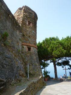 """""""Castello"""", Riomaggiore, Liguria Italia (Luglio) Cinque Terre Italy, Riomaggiore, Castle, Mansions, House Styles, Manor Houses, Villas, Castles, Mansion"""