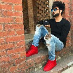 Inder Chahal Punjabi Profile Pic, Pakistani Casual Wear, Punjabi Boys, Medium Length Hair Men, Man Photography, Boys Wallpaper, Boys Dpz, Stylish Boys, Boy Poses