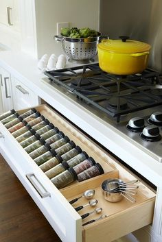 Spice Drawer beneath the stove - brilliant. Hmmm.... don't think the heat would be good for spices. Maybe a good space for knives or hot pads.