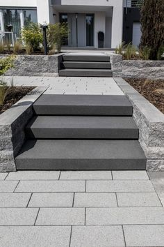 Außentreppe und Hauseingang External stairs and house entrance - ideas from Rinn Yard Landscaping, Backyard Patio, Indoor Garden, Outdoor Gardens, Outside Stairs, External Staircase, Front Yard Design, House Entrance, Entrance Ideas