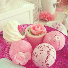 Spring is coming! Celebrating with pretty LUSH bombs! | Norajuku.com
