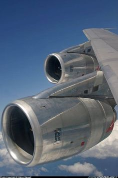 The beautiful inflight view of 2 out of 4 Rolls Royce turbofans on a Qantas Boeing note the bare metal engines! Commercial Plane, Commercial Aircraft, Aviation Center, Pilot Humor, International Civil Aviation Organization, Airline Reservations, Aviation Humor, Aircraft Maintenance, Airplane Photography