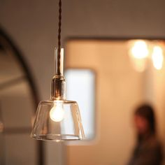 ガラスシェードのペンダントランプ(S) ゴールド:シンプルモダン,ミッドセンチュリー,ホワイト系,Home's Style(ホームズスタイル)の天井照明の画像