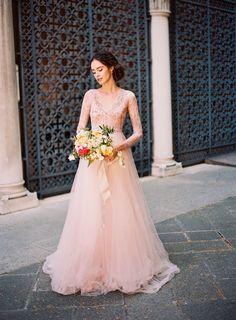 Vestido de noiva de acordo com o signo. Aquário.