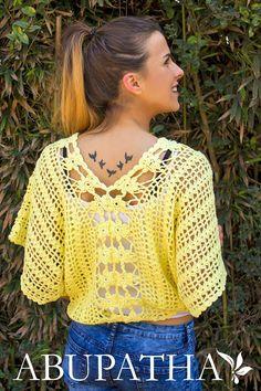 Pin by anncrochet on moda crochet Crochet Shrug Pattern Free, Crochet Cardigan Pattern, Crochet Flower Patterns, Crochet Blouse, Moda Crochet, Crochet Yarn, Easy Crochet, Free Crochet, Knit Crochet