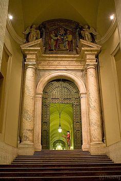 Basilica di San Pietro, #Vatican City #Saint #Peter's - Italy - example of broken pediment