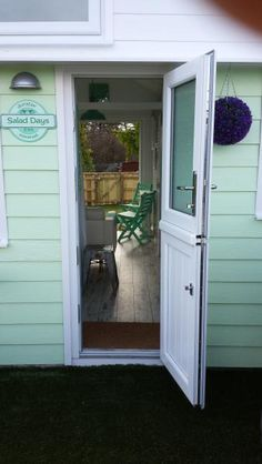1 Bedroom Beach hut in Dunster to rent from £395 pw, within 15 mins walk of a Golf course. Also with TV and DVD.