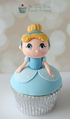 Not at all into the Disney princess craziness, but I have at least one little girl who would love these - cupcakes Fondant Cupcakes, Fondant Toppers, Yummy Cupcakes, Cupcake Cookies, Frozen Cupcakes, Ladybug Cupcakes, Kitty Cupcakes, Snowman Cupcakes, Giant Cupcakes