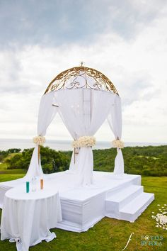 Ritz jamaica wedding- Would be gorgeous for my clients. www.infiniteblissevents.com