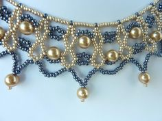 DIY Jewelry: FREE beading pattern for a lovely beaded lace necklace with gold pearls and gold and black seed beads DIY Jewelry: FREE beading pattern f. Bead Jewellery, Seed Bead Jewelry, Seed Beads, Jewellery Shops, Perler Beads, Metal Jewelry, Gold Jewelry, Jewelery, Jewelry Necklaces
