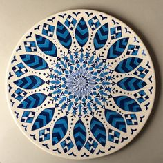 Ceramic Pottery, Pottery Art, Ceramic Art, Dot Art Painting, Mandala Painting, Pottery Painting Designs, Paint Designs, Plate Design, Design Art